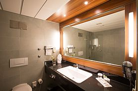 Bathroom Economy Class double room  | Lindner Congress Hotel Frankfurt