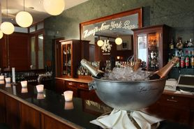 Enjoy champagne & American cocktails at Harry's New York Bar!