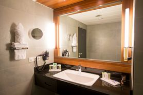 Bathroom Hostato Suite  | Lindner Congress Hotel Frankfurt
