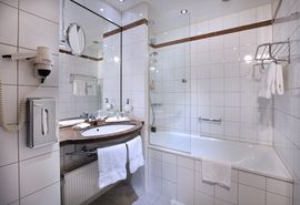 Bathroom Business Class | Lindner Hotel BayArena - Leverkusen